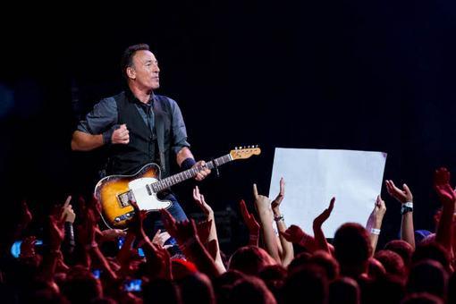 Ακούστε > Ο Bruce Springsteen διασκευάζει AC/DC 128-Bruce-Springsteen-Perth-Arena