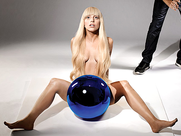 Lady-Gaga-Poses-Naked-With-A-Blue-Ball-For-Jeff-Koons-LB